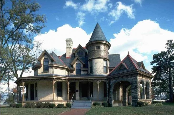 дом в стиле замка фото